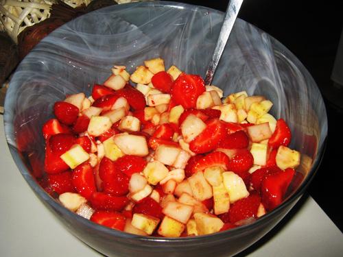 Sommarsallad med jordgubbar, honungsmelon och banan