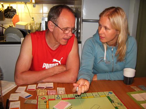 Spöade pappa och mannen i Monopol!